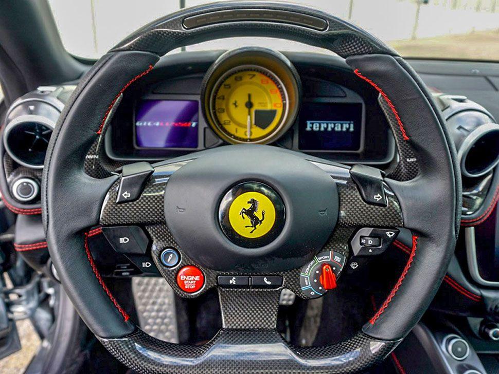 Ferrari GTC4Lusso T Cockpit Lenkrad