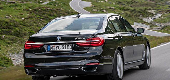 BMW 7er von schräg rechts hinten fährt auf Bergstraße