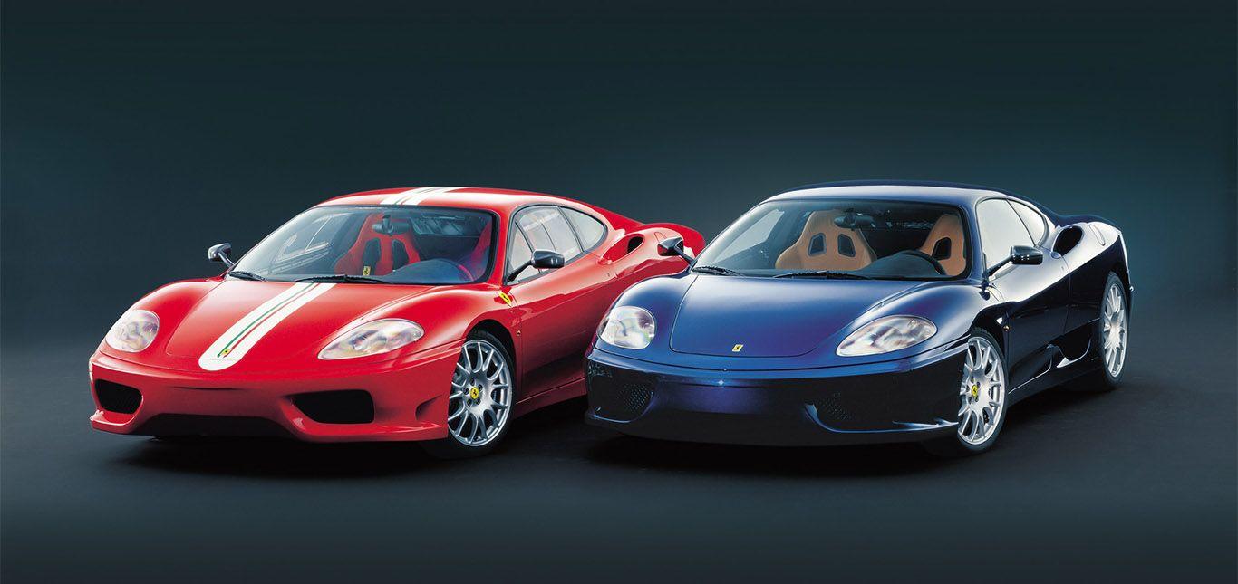 Roter und blauer Ferrari 360 Challenge Stradale nebeneinander