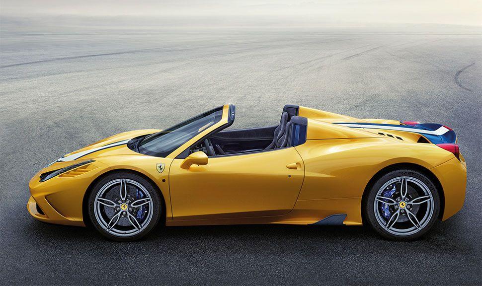 Gelber Ferrari 458 Speciale Aperta von der linken Seite
