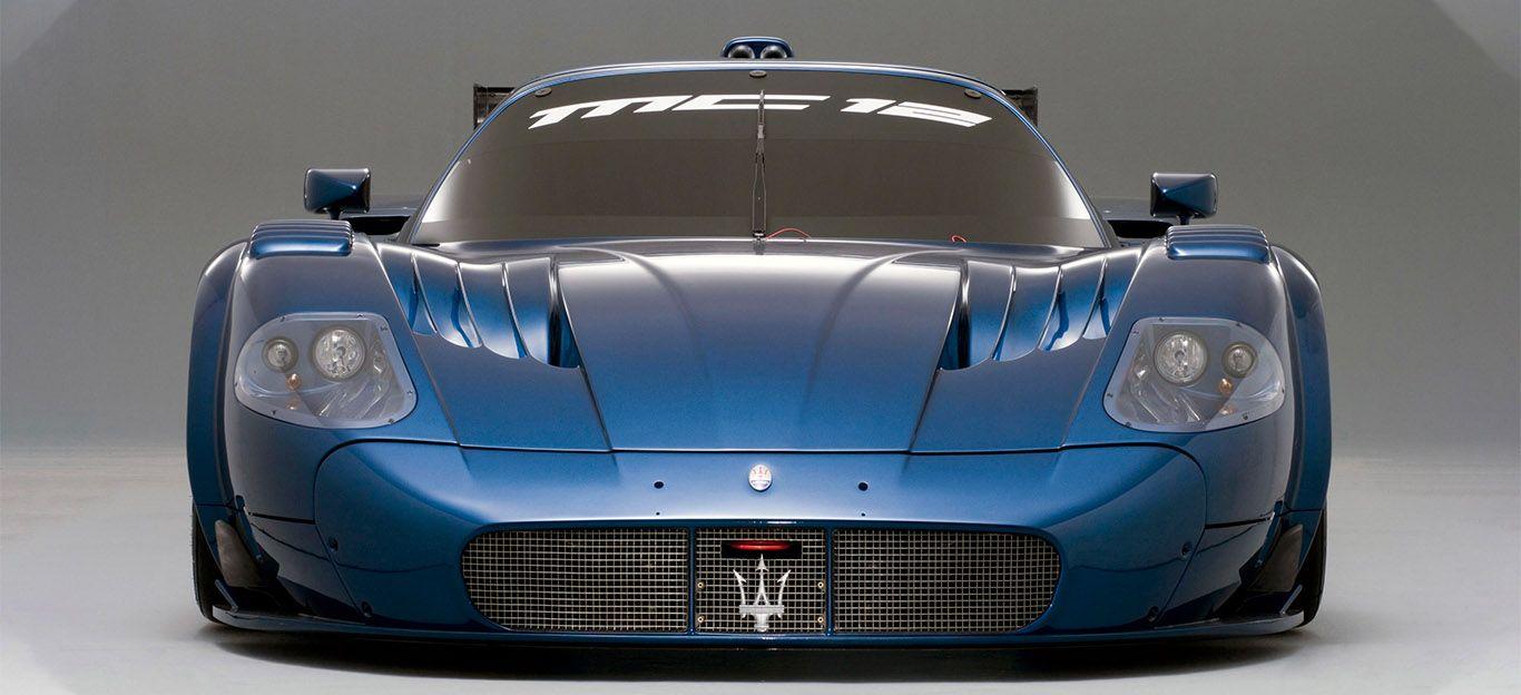 Blauer Maserati MC12 Corsa von vorne