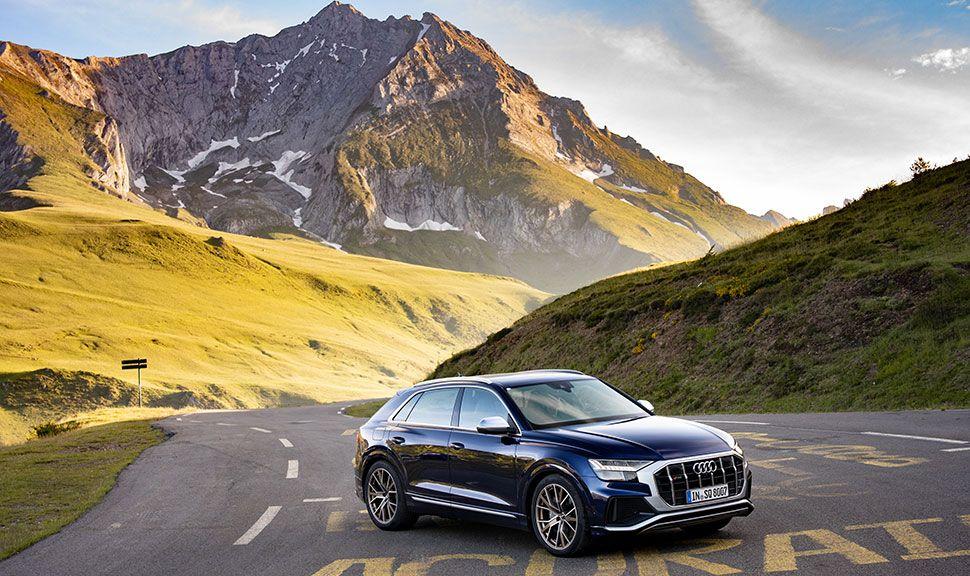 Audi Q8 auf einer Bergstrecke