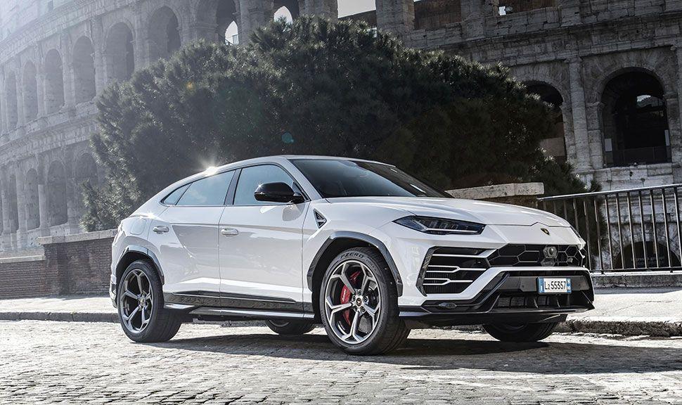 Lamborghini Urus Seitenansicht schräg rechts vorn