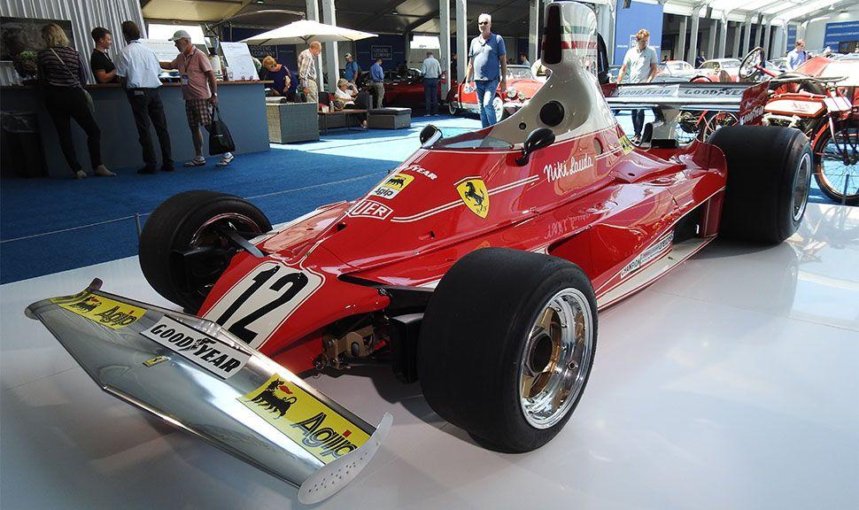 Ferrari 312 T Formel 1 Weltmeisterauto von Niki Lauda von schräg links vorne