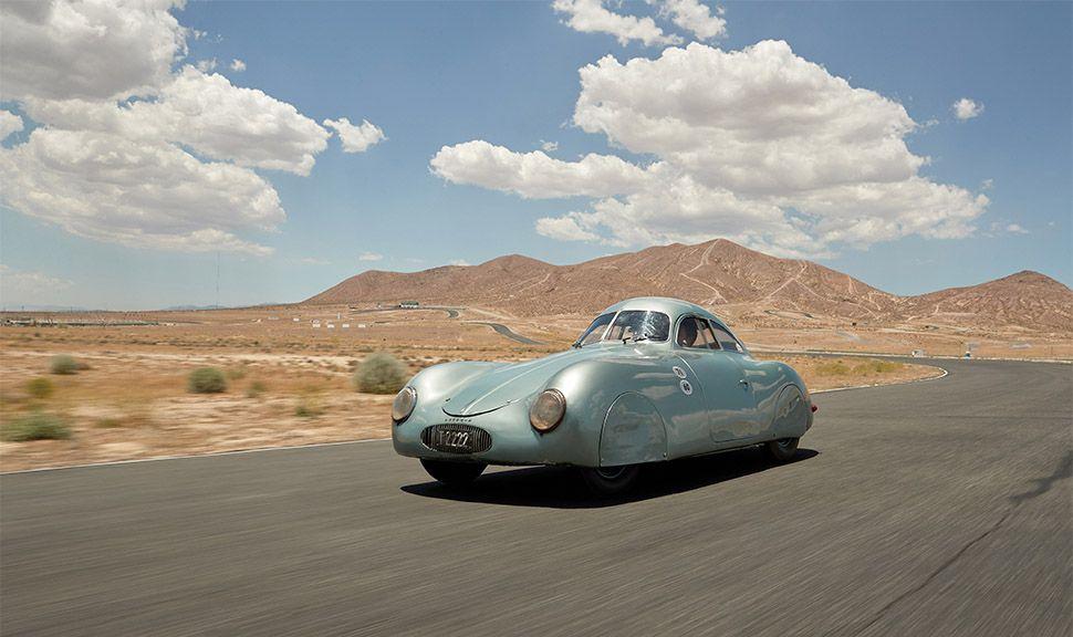 Porsche Typ 64 fahrend von schräg links vorne