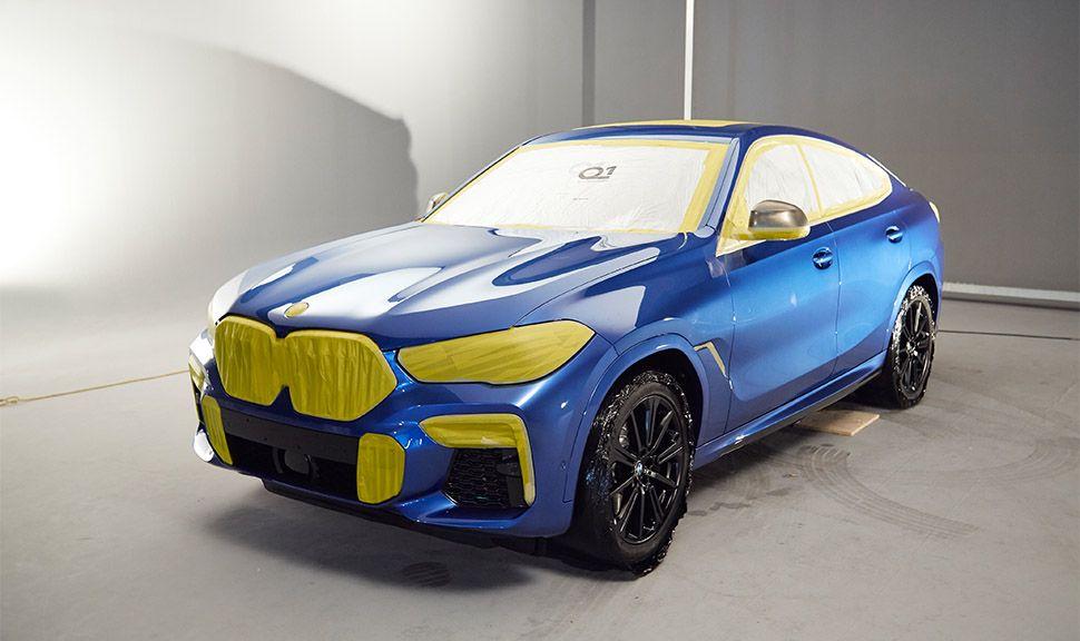 BMW VB X6 schräg links vorne in der Lackiererei