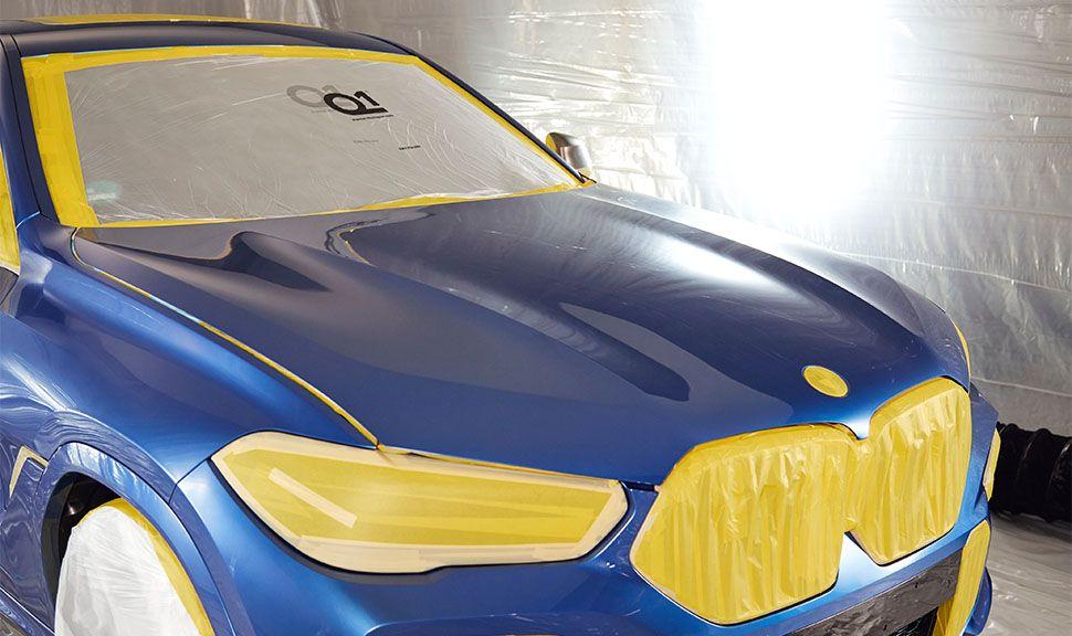 BMW VB X6 Detailaufnahme mit Schutzfolie in der Lackiererei