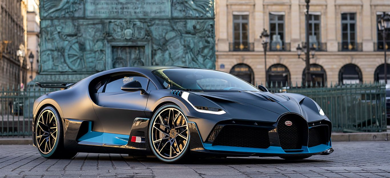 Bugatti Chiron Divo von schräg rechts vorne