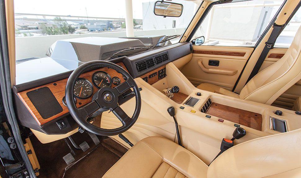 Lamborghini LM002 Innenraum