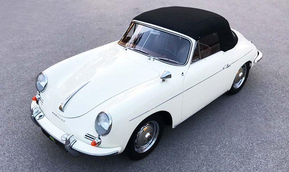 Weißes Porsche 356 Cabrio von schräg links vorne oben