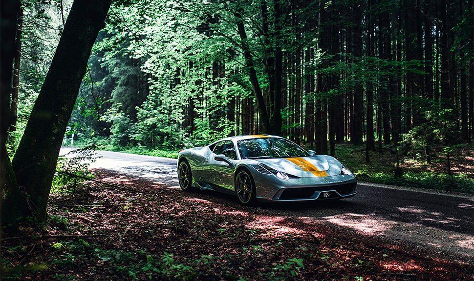 Ferrari 458 Speciale im Wald