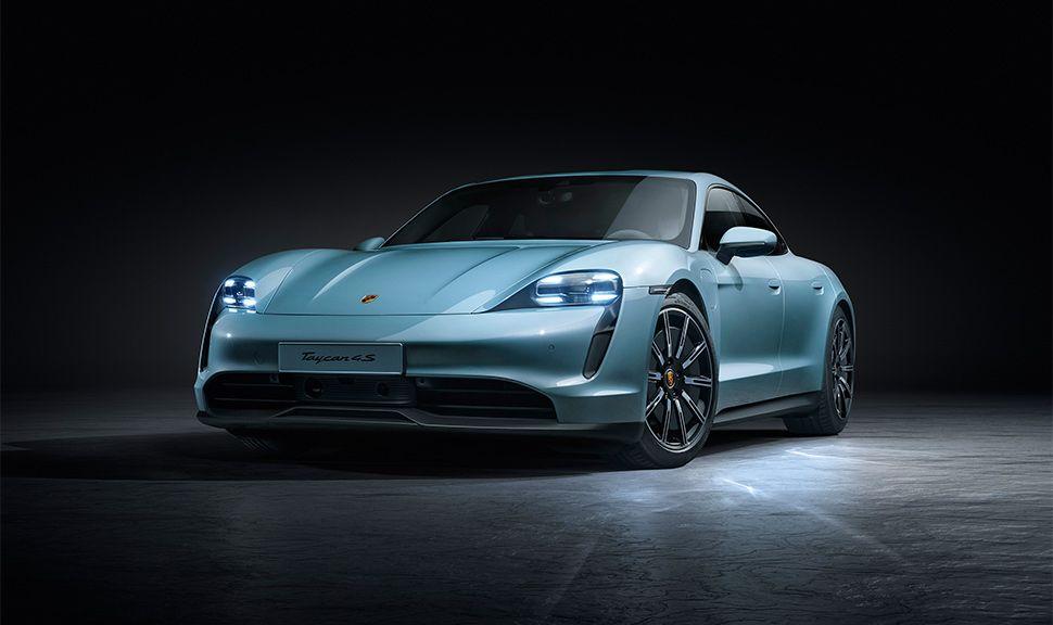 Porsche Taycan 4S von schräg links vorne