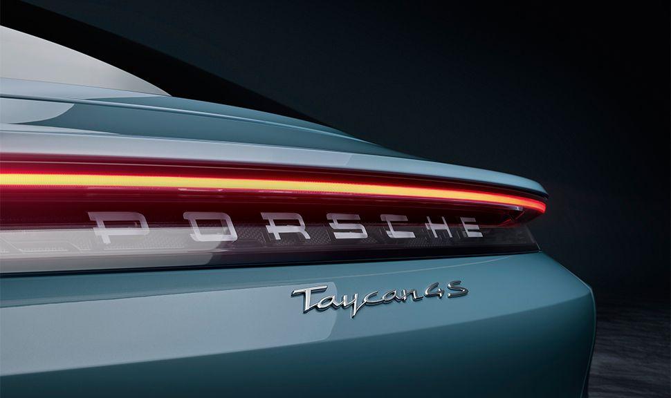 Porsche Taycan 4S Modellschriftzug am Heck
