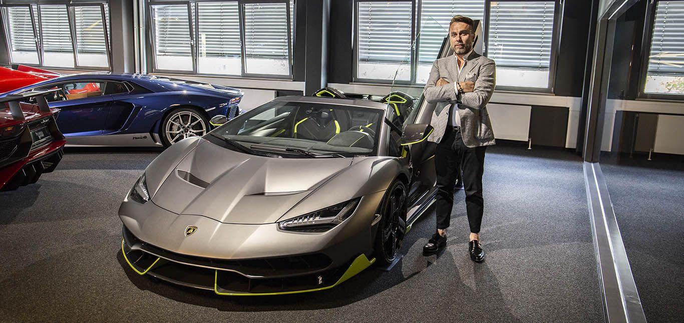 Igor Lazarevic neben Lamborghini Centenario Roadster