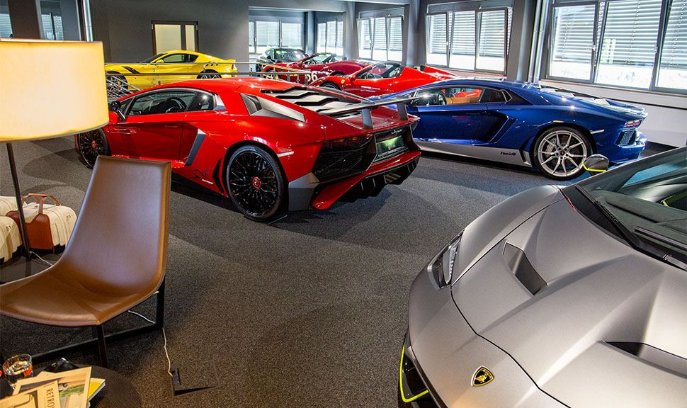 Showroom Scuderia Motors mit Luxussportwagen