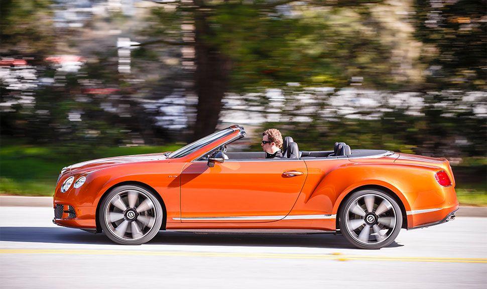 Bentley Continental GT Speed Convertible in Orange von der linken Seite, fahrend