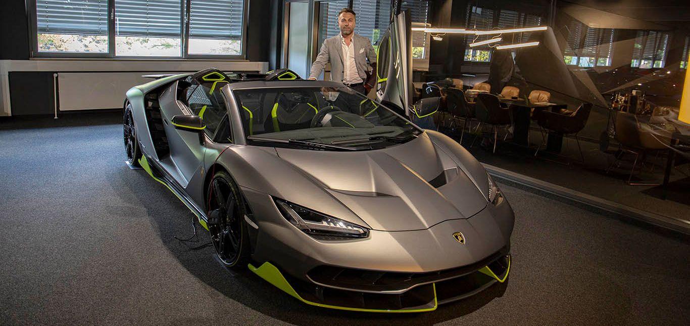 Scuderia-Motors-Geschäftsführer Igor Lazarevic vor einem Lamborghini Centenario