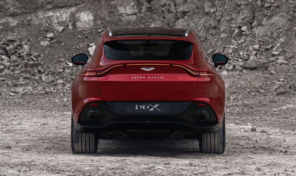 Aston Martin DBX von hinten
