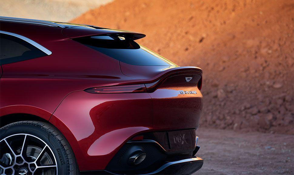 Aston Martin DBX Heck von der Seite