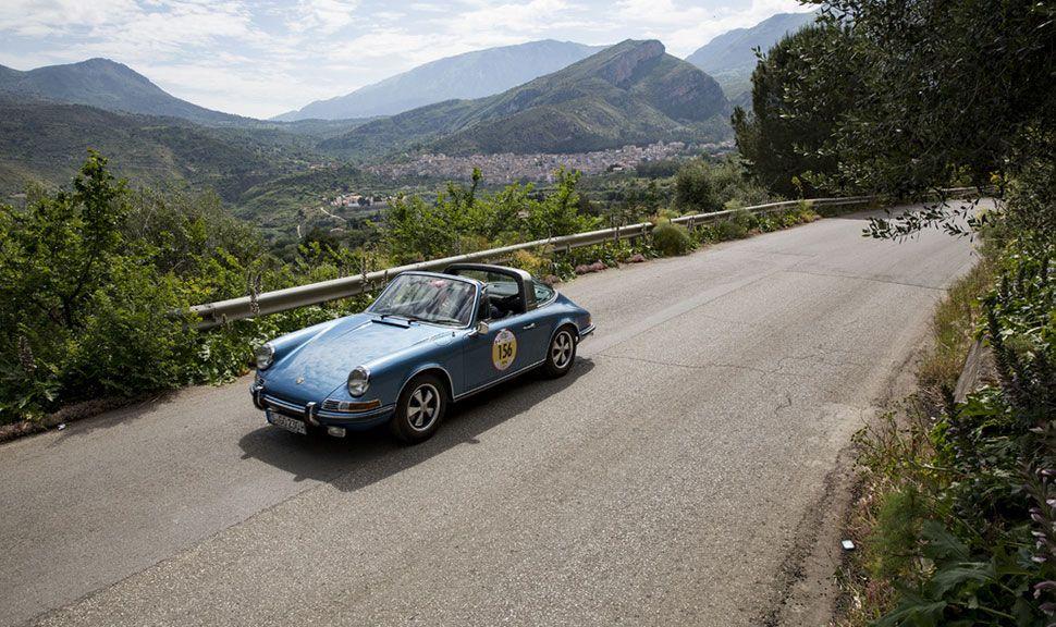 Porsche 911 2.2 Targa bei einer Spritztour