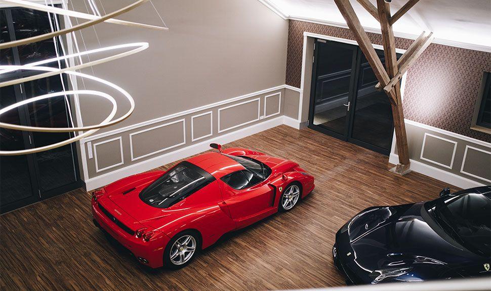 Ferrari Enzo Ferrari von Galerie des Schaltkulisse-Showrooms aus