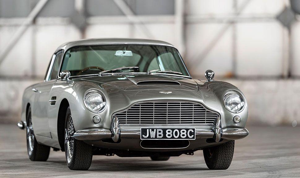 Front eines silbernen Aston Martin DB5