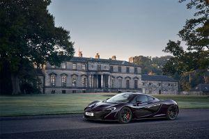 McLaren P1 vor Schloss