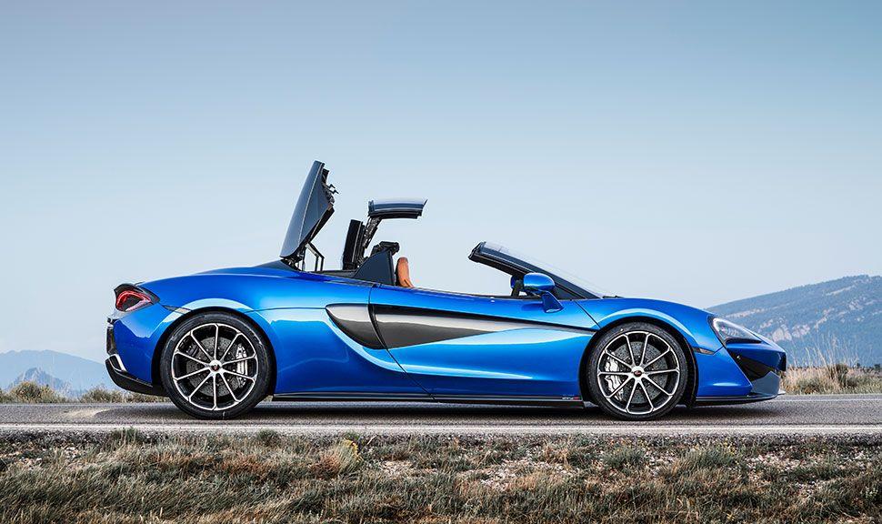 McLaren 570S Spider in Blau von der rechten Seite
