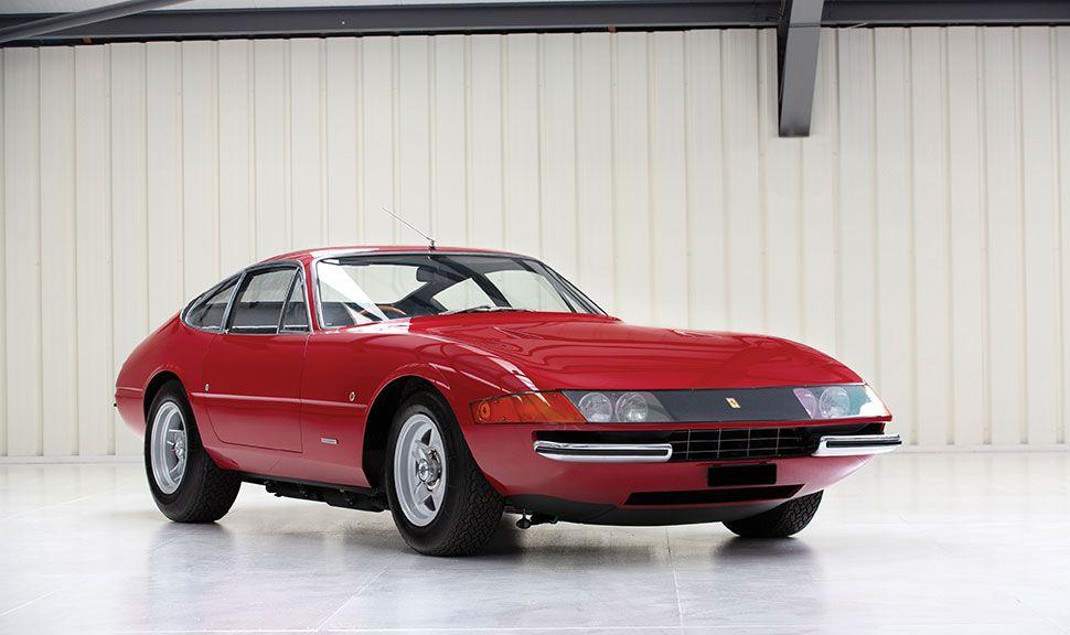 Ferrari Daytona in rot, Front und Seite