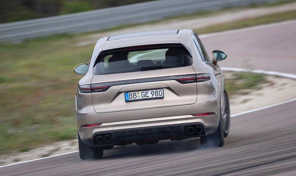 Porsche Cayenne S E-Hybrid auf der Rennstrecke