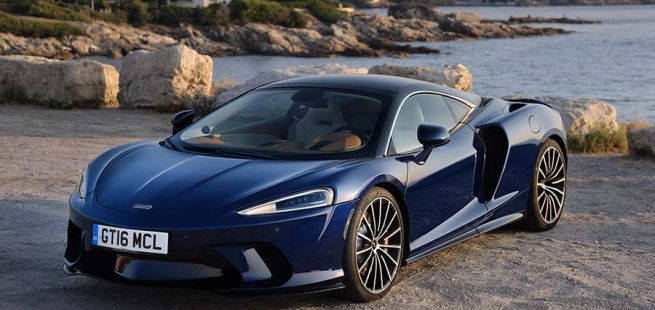 Halbseitenansicht des McLaren GT