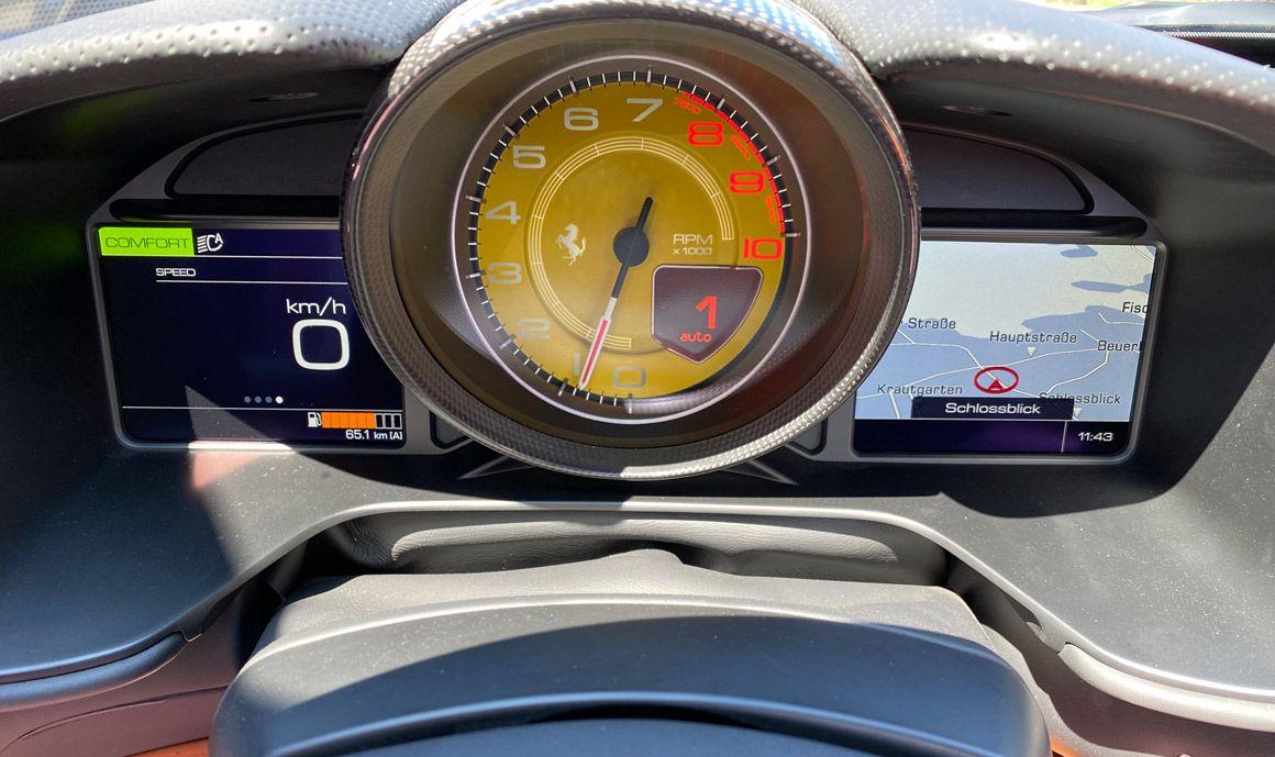 Ferrari Portofino M, Nahaufnahme, Tacho